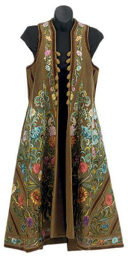 AN HERMÈS SLEEVELESS LONG VEST COAT OF BROWN SUEDE AND ALLOVER SILK EMBROIDERY