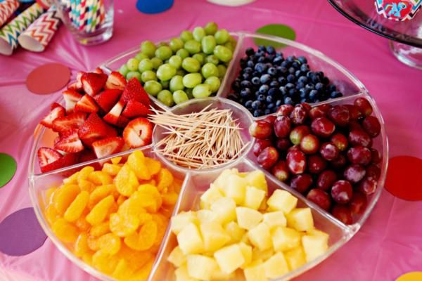 I always do 'fruit kebabs' at the kids parties, but this is a much better idea, they can pick what they like!
