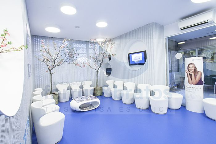 Sala de espera pacientes en clinica dental ferrus - Decoracion de clinicas dentales ...