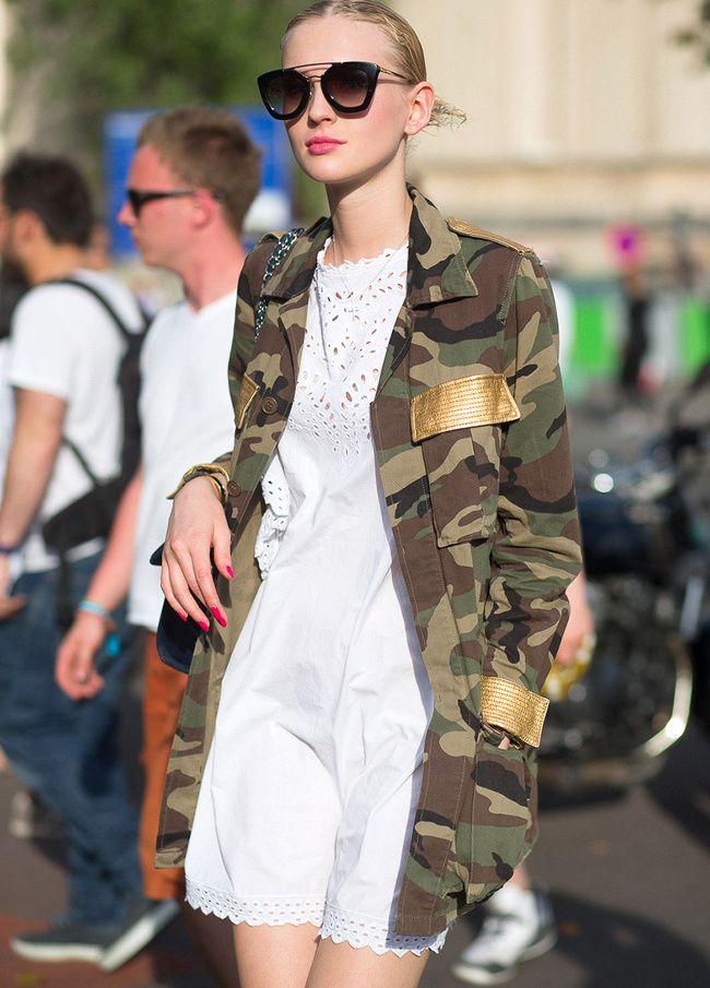 Robe en broderie anglaise + veste militaire = le bon mix (photo Harper's Bazaar) #look #camouflage #army #military #fashion #woman