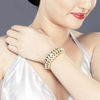 Featuring this pearl, zircon embossed Sea horse Bracelet in our wide range of Bracelets. Grab yourself one. Now!