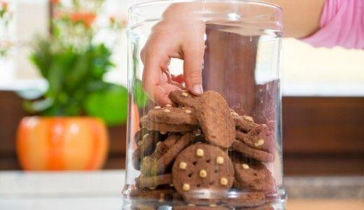 Bambini e ragazzi assumono il 49% di grassi saturi in più, gran parte da olio di palma. Gli adulti il 24%. Lo dice l'ISS. Ridurre merendine, biscotti e snack con l'olio tropicale