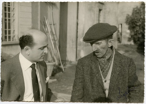 1961 - Il pittore Antonio Ligabue insieme a mio padre./ The painter Antonio Ligabue with my father.