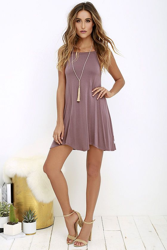 Steal a bit of sunshine and an admiring glance or two in the RVCA Thievery Mauve Dress! Soft jersey knit is shaped to wide straps, a squared-off neckline, and trapeze silhouette with scalloped hem. Logo tag at side.