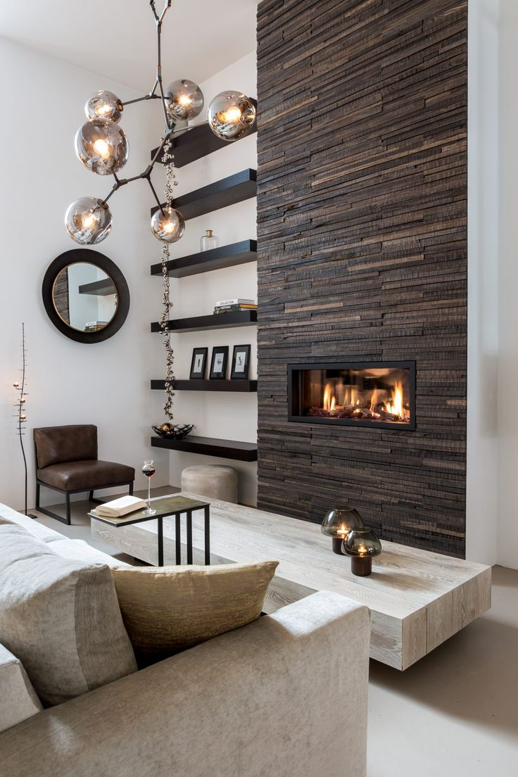 Wonderwall Studios is a creative studio that designs and produces wooden panelling for walls and surfaces. We use exclusively salvaged wood and employ local, professional craftsmen.