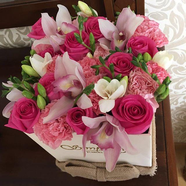 Frumusețea florilor la un alt nivel.  La multi ani, @sobonidenisa ❤️ #ourhandmadebox #genuine  #different #Simplicity #SimplicityFlowersGifts