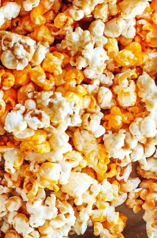 Chicago Style Popcorn Recipe.  Think of this as a copycat Garrett's popcorn recipe! Makes a delicious DIY homemade Christmas or holiday food gift. A sweet and savory mix of flavors that everyone will love!