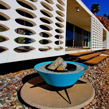 Love this outdoor modular firepit and that gorgeous MCM house!