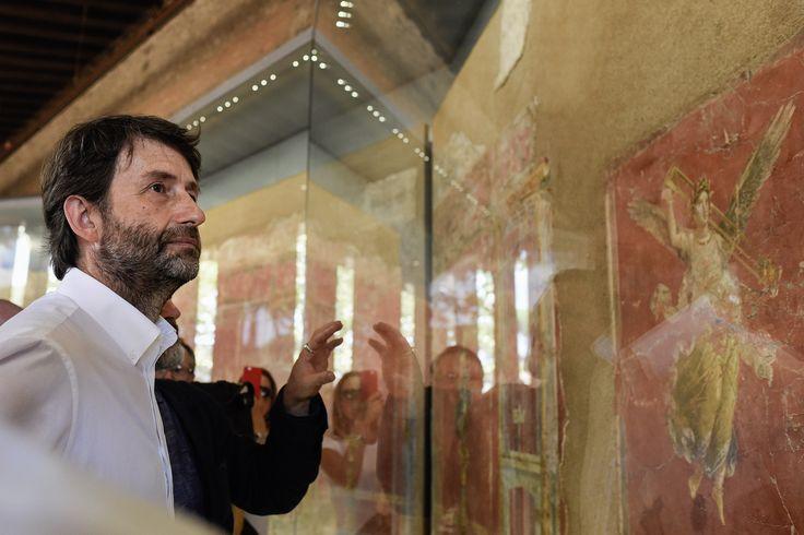 Il ministro Dario Franceschini inaugura la mostra permanente degli affreschi di Moregine | © Anna Monaco