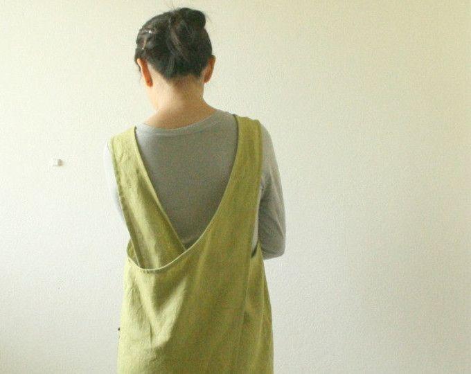 LINNEN SCHORT JURK / MABEL / KUNSTENAAR SMOKT / SCHORT Opnieuw uitvinden van het linnen schort sinds 2007. Een comfortabele maar stijlvolle jurk voor dagelijks gebruik. Een ideaal gelaagdheid stuk die je omhoog of omlaag kleden kan. Dragen thuis, tot de markten, in de studio... ------------------------------------------------------- DETAILS -handgemaakt van 100% linnen -losse pasvorm ontspannen -Kruis terug -2 individuele opgestikte zakken -lengte ca. 93cm/36.5 inch. -besc...