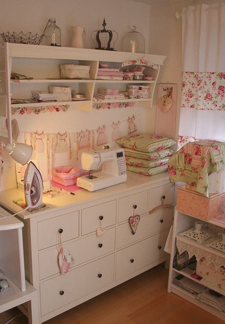 Sewing corner. I want to learn to sew, and when I do I'll have a cute sewing corner like this!