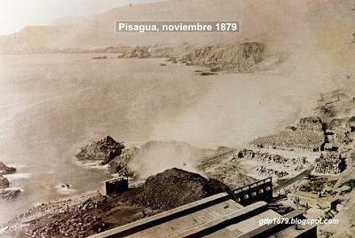 Pisagua, aspecto del incendio del carbón y salitre en la tarde del 2 de noviembre de 1879.  Tomado del blog de Jonatan Saona http://gdp1879.blogspot.com/2012/11/fotos-de-pisagua.html#ixzz4jeUtYbkD