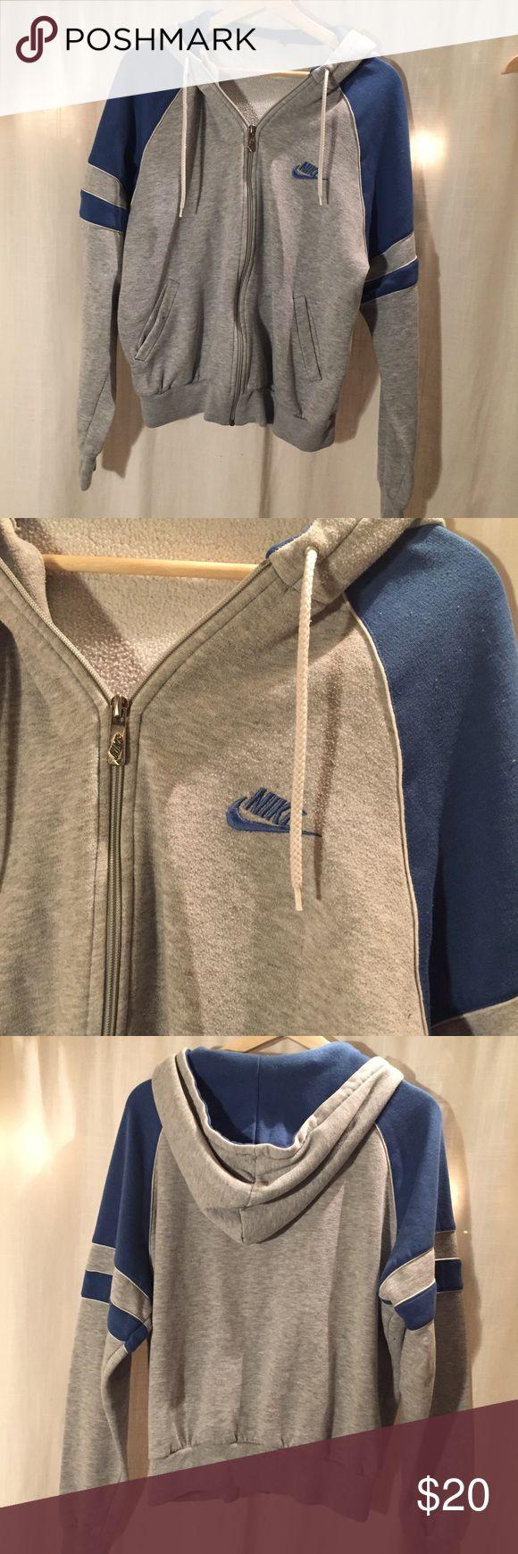 Nike Zip-Up Hoodie M grey/blue striped zip-up hoodie Nike Sweaters