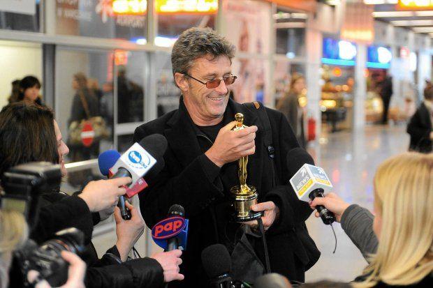 Chce kręcić filmy w Polsce, ale nie o Polsce. Wyłącznie z ludźmi, których lubi. Do Hollywood się nie wybiera. W czwartek po południu reżyser 'Idy' przyleciał z Oscarem na Lotnisko Chopina w Warszawie.