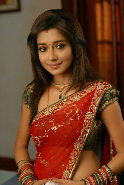 Television Actress Tina Dutta in Saree