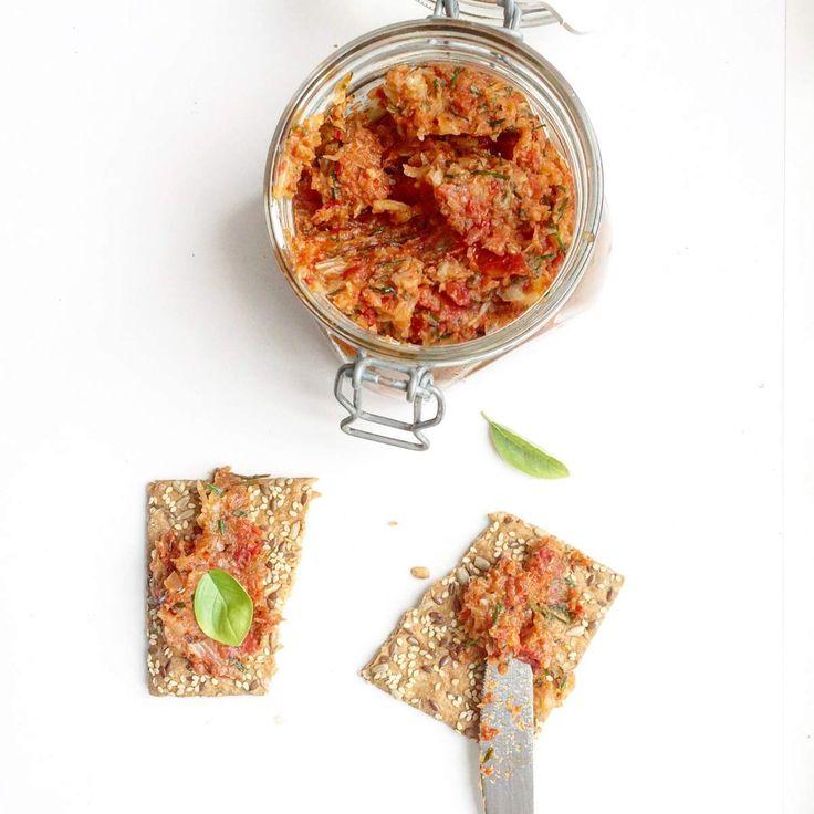 Alweer een heerlijke toevalstreffer! Ik ontdektegisteren dezeboterzachte tapenade van gesmoorde venkel en zongedroogde tomaten en geloof het of niet maar dit is het ultieme alternatief voor vegan…
