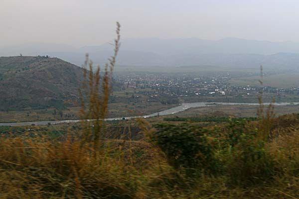 Uvira-Bukavue / the river is the border line with Rwanda (Congo - David van Reybrouck, Felrinelli)