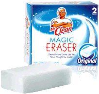 Mr. Clean Magic Erasers... a 2-pack generally costs about $2. Tout ce qu'il faut, c'est une goutte d'eau pour humidifier la gomme. Pas d'autres produits chimiques de nettoyage nécessaires (... et pas d'huile de coude).