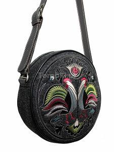 Okrągła torebka GOSHICO z filcu z haftowanym wzorem i skórzanym pasem http://torebki.pl/okragla-torebka-goshico-z-filcu-z-haftowanym-wzorem-i-skorzanym-pasem.html