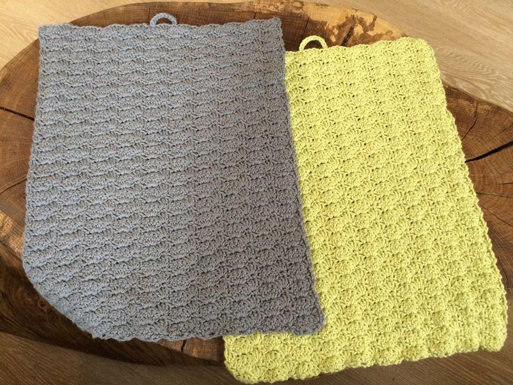 Find opskriften på lækre hæklede håndklæder i bomuld her. Opskriften er på håndklæder i muslingemønster. Klik og se mere.