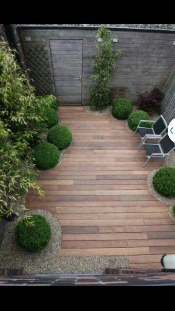 Kleine tuin Mooi! Maakt het toch ruimtelijk, al zou het voor mij wel iets speelser en gezelliger mogen