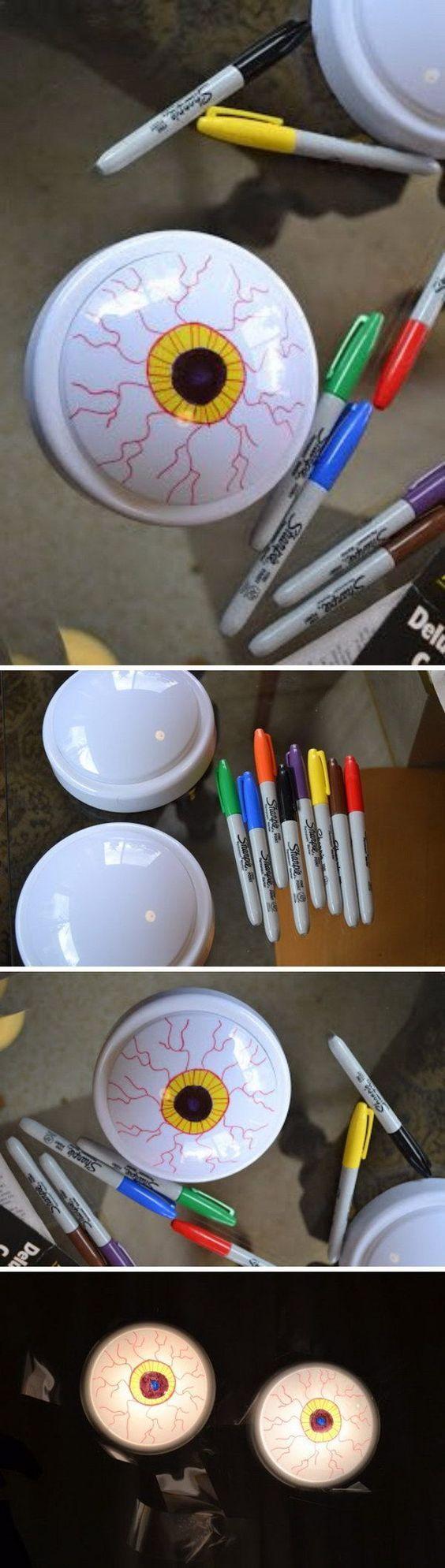 Günstige batteriebetriebene Lichter in gruselige Augäpfel verwandeln.