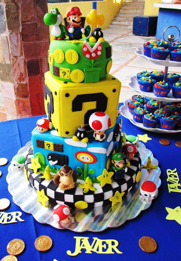 #Mario Bross.  Un delicioso cake de vainilla y relleno de dulce de leche trabajando totalmente en fondant.