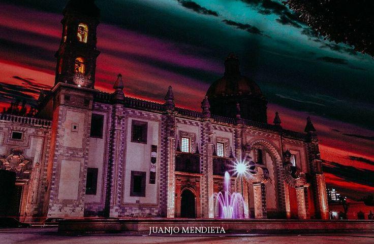 Lo considero uno de los templos más bellos de la hermosa ciudad de Querétaro. #templo #qro #querétaro #queretarock #qromx #qromexico #queretaromexico #mexico #mx #méxico #travel #viajar #viajeros #familia #viajando #vacaciones #feliz #mochileros #cultura #viaje #turismo #juanjomendieta