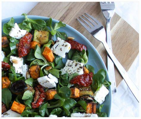 Een lekker recept voor een vegetarische maaltijdsalade met zoete aardappel en feta.