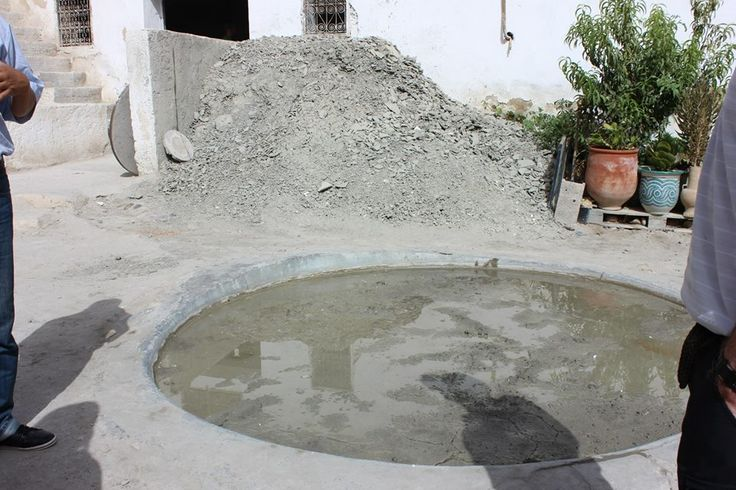 The clay around Fez is rich in Magnesium. It is mixed with water until it is of the texture that can be worked with.