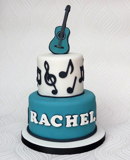 Pastel con diseño de guitarra azul