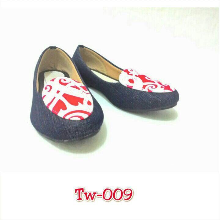 Sepatu batik, uk. 36. Sd 41, minat hub. Ke Facebook: shop lombok, Instagram: tenun_dan_mutiara_sasak, watsap:  087865461834, pin BB: 7DAC95EC