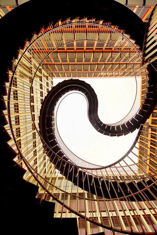 Umschreibung escalera, Munich - por diseñador y artista Olafur Eliasson