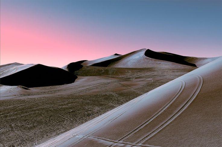 Stefano Gardel est né en 1980 à Milan, c'est un chiropracteur et photographe durant son temp libre, il est aujourd'hui basé à Lugano en Suisse. Dès qu'il en a l'occasion, il parcourt le monde armé de son appareil photo et capture des environnements urbains et naturels, en améliorant les contrastes dans les couleurs.  Dans sa récente série « Neon Desert », Stefano présente des images hypnotiques de dunes, éclairées par la lueur rose du coucher du soleil. Suivant sa technique habituelle...