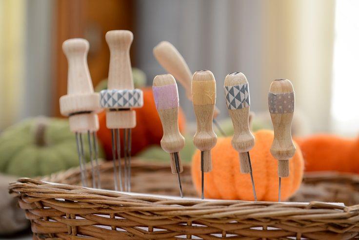 Outils de feutrage Ô Merveille ! Support poignée en bois et aiguilles à feutrer