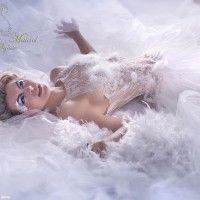 Sandra Maurel vous invite dans un univers glamour et romantique avec ses robes de mariée et ses robes de soirée.