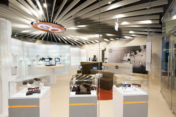 """Der Edel-Optics Flagship-Storte verbindet online und offline und entwickelte das weltweit einmalige Shopkonzept """"virtuelle Warenauslage"""". iPad-Terminals und das angegliederte Lager ermöglichen Kunden die Auswahl an über 10.000 Markenbrillen. Der Edel-Optics Flagship-Store befindet sich in #hamburg (im AEZ Heegbarg 31, 22391 Hamburg im Obergeschoss) #edeloptics #ipad #shopping #brille #sonnenbrille #innovation"""