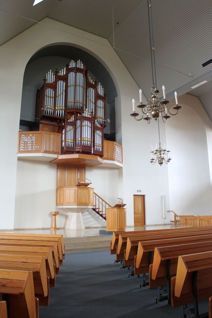 Interior of the Hersteld Hervormde #Kerk (Restored Reformed #Church) in #Staphorst. 2.300 Seats. Hardy & Son #organ (1891) placed in 1992 from the Trinity Baptist Church, #Colne, #Lancashire in #England.