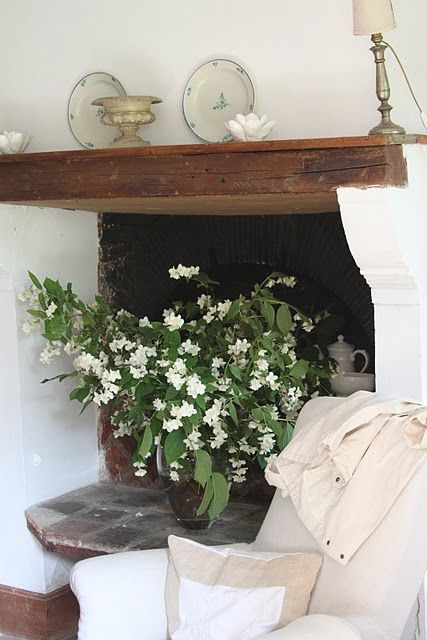 gorgeous.Cozy Nooks, French Country Homes, Farmhouse Fireplaces, Rustic Farmhouse, Dresses Up, Interiors Design, Mantels Ideas,  Flowerpot, Fire Places