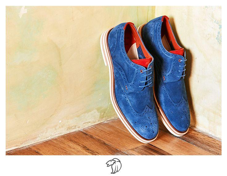 #TipPradaMx: Limpia los zapatos de cuero o de ante retirando la suciedad con un cepillo suave que no raye el material. Utiliza un limpiador especial para eliminar las manchas.