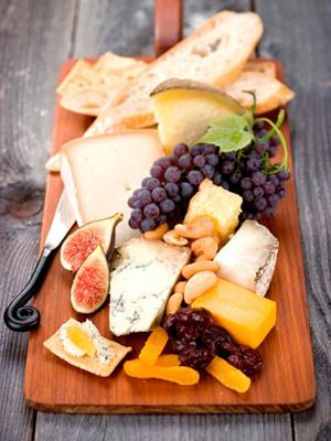 Beautiful colors - and such a simple little snack board - easy and yummy:)