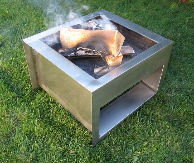 The showy cousin of the Trae fire pit. Made from high-quality stainless steel. Although this fire pit is not meant to store wood, it is much lighter and has a crisp, clean look. Please note that due t