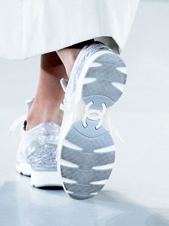 Así si voy al gym Chanel's $4,000 Sneakers Led To Record Sales #Refinery29