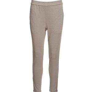 AISHA elegant pants, mushroom. The pants for the office to style with our elegant jacket. Not only a beautiful suit, but also a very comfortable one. Can also be casually styled with a cool sweater. Elastic waist which gives a pleasant fit. Zippers at the bottom of the legs. We recommend that you buy this pair of pants in a size smaller than usual.