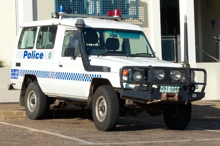 Australian Police Cars > Gallery > Queensland Police > Image: landcruisertroopcarrier_as_1