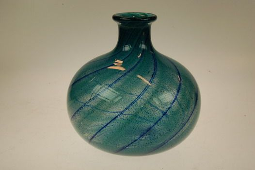 Willy Johansson Art glass vase, Hadeland, Norway.