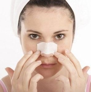 Najlepszym sposobem na wągry jest...mleko! Wystarczy namoczyć wacik w mleku i oczyścić nim twarz  pozostawiając do wyschnięcia. Na koniec warto przemyć skórę wodą i gotowe:)