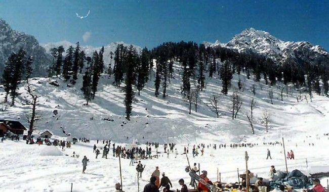 Why Skiing Is The Adventure You Should Try This Winter >> Skiing in winter is a totally unique and enthralling experience as it enables the people to enjoy the beauty of the exclusive natural environment while taking part in their favorite activity. #Auli #skiing, #India, #AuliSkiingPackage, #SkiingDestination, #WinterSkiing