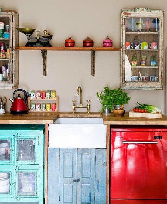 Funky country kitchen with recycled vintage cabinets. EN MI ESPACIO VITAL: Muebles Recuperados y Decoración Vintage: Lunes de Inspiración { Monday's Inspiration }