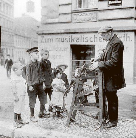 Der Scherenschleifer ist da!Berlin 1904